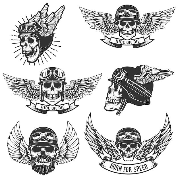 Conjunto de caveiras em capacetes de moto alados. elementos para o logotipo, etiqueta, emblema, sinal, crachá. ilustração Vetor Premium