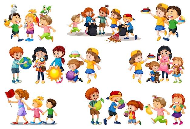 Conjunto de criança diferente brincando com seu personagem de desenho animado de brinquedos isolado no fundo branco Vetor grátis
