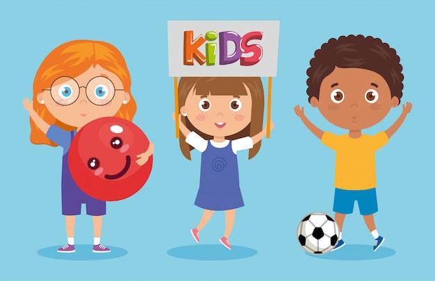Conjunto de crianças sorrindo com as mãos para cima ilustração Vetor Premium