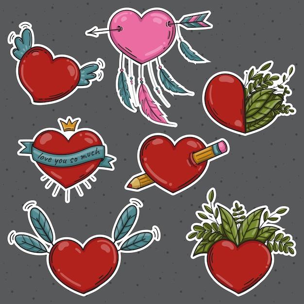 Conjunto de diferentes adesivos isolados em fundo cinza, corações de dia dos namorados, lápis coroa apanhador de sonhos, pena da natureza Vetor Premium