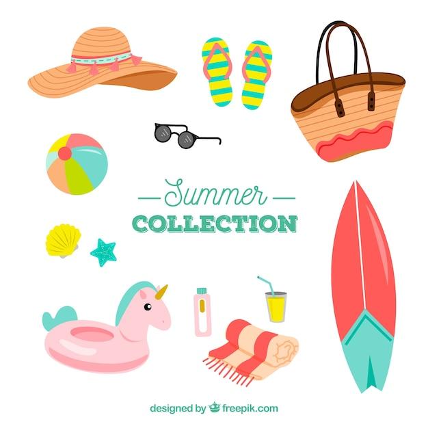 Conjunto de elementos de verão com roupas na mão desenhada estilo Vetor grátis