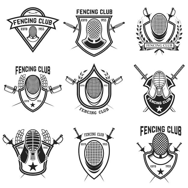 Conjunto de esgrima esporte emblemas, distintivos e elementos. espadas de esgrima, guarda de cara. ilustração Vetor Premium