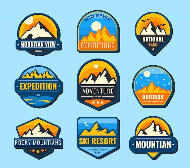 Conjunto de etiquetas plana de montanhas de neve Vetor grátis