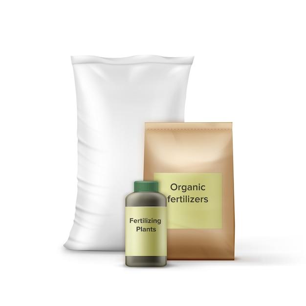 Conjunto de garrafa e sacos com fertilizante para jardinagem Vetor grátis