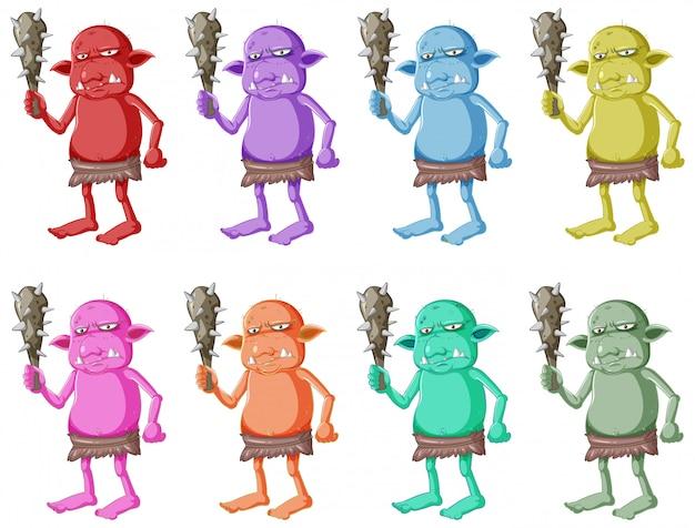 Conjunto de goblin colorido ou troll segurando a ferramenta de caça com cara feia em personagem de desenho animado isolada Vetor grátis