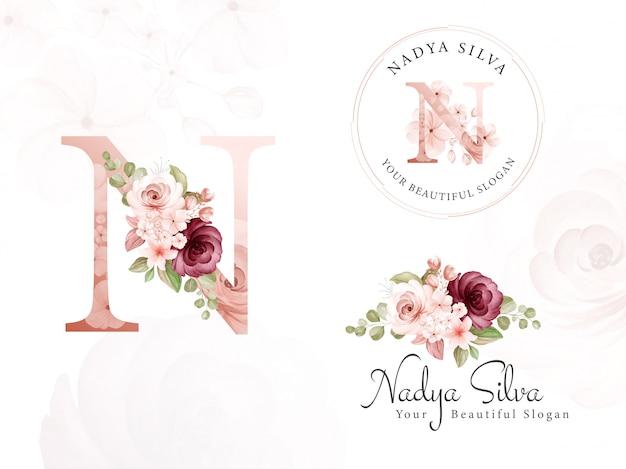 Conjunto de logotipo de aquarela marrom e bordô floral para n inicial, redondo e horizontal. emblema de flores pré-fabricadas, monograma Vetor Premium
