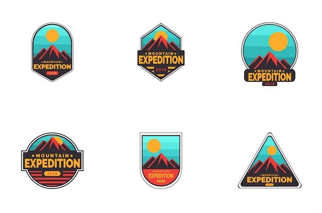 Conjunto de logotipo de distintivo de expedição de montanha Vetor Premium