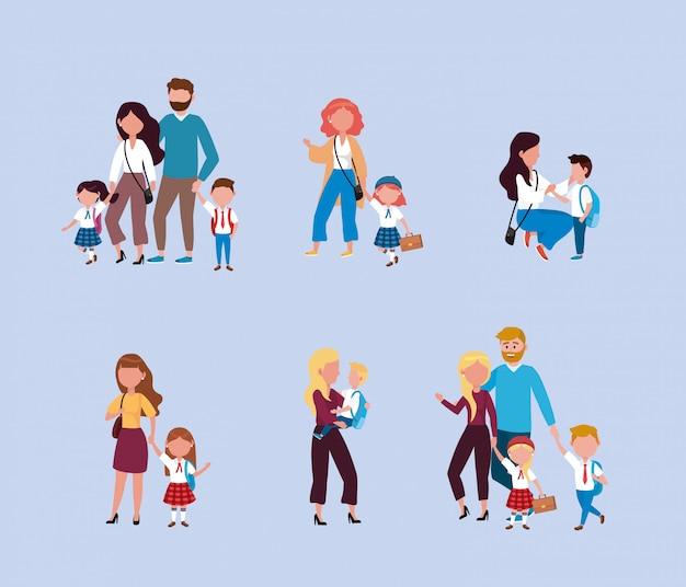 Conjunto de mães e pais com seus filhos meninos e meninas com mochila Vetor grátis
