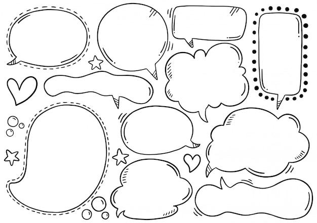Conjunto de mão desenhada de bolhas do discurso no estilo doodle Vetor Premium