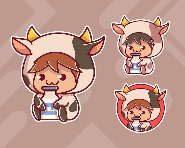 Conjunto de menino bonito usar vaca personalizada com logotipo do mascote do leite com aparência opcional. Vetor Premium