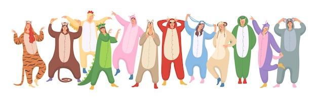 Conjunto de mulheres e homens estão vestindo pijamas de animais no halloween ou na festa de pijama de ano novo. Vetor Premium