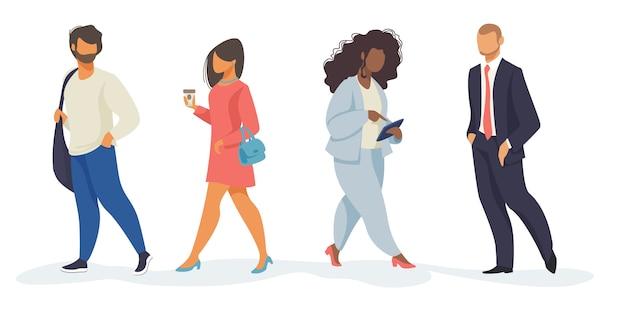 Conjunto de pessoas andando Vetor grátis