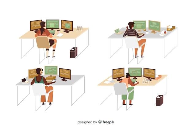 Conjunto de programadores ilustrados trabalhando Vetor grátis