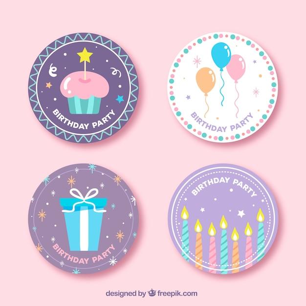Conjunto de quatro etiquetas de aniversário redondo Vetor grátis