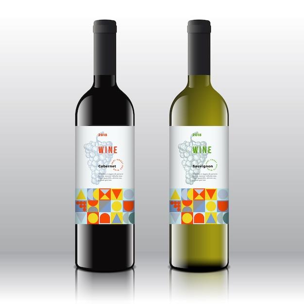 Conjunto de rótulos de vinho tinto e branco elegante nas garrafas realistas. Vetor grátis