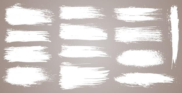 Conjunto de traçados de pincel artístico do grunge, pincéis. elementos de design criativo. traçados de pincel largo aquarela grunge. coleção branca isolada no fundo branco Vetor Premium