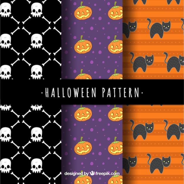 Conjunto de três padrões de halloween com caveiras e outros elementos Vetor grátis