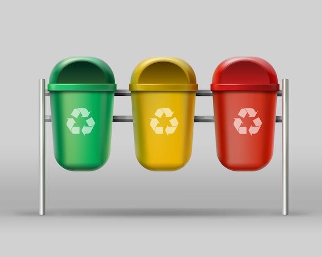 Conjunto de vetores de lixeiras vermelhas, amarelas e verdes para resíduos de vidro, plástico e papel Vetor grátis