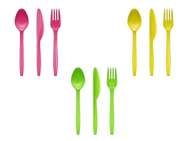 Conjunto realista de talheres de plástico descartáveis, facas, colheres, garfos usados para comer Vetor grátis