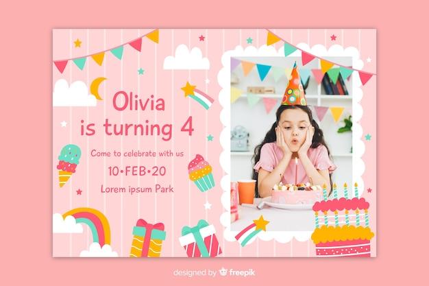 Convite de aniversário com foto em um quadrado Vetor grátis