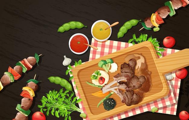 Costeletas de cordeiro grelhadas e churrasco na placa de madeira Vetor Premium