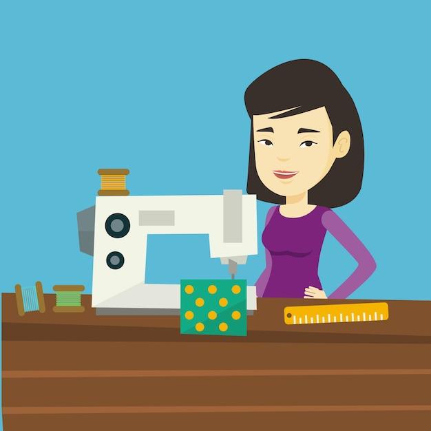 Costureira usando a máquina de costura na oficina. Vetor Premium
