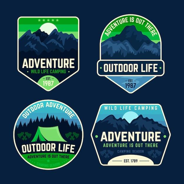 Crachás de acampamento e aventura na natureza Vetor grátis