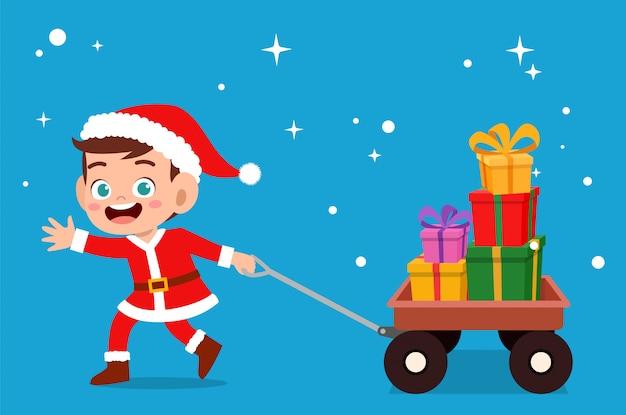 Crianças carregam presente vetor de natal Vetor Premium