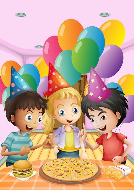 Crianças comemorando um aniversário com uma pizza, hambúrguer e batatas fritas Vetor grátis