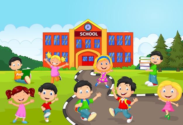 Crianças de escola felizes em frente à escola Vetor Premium