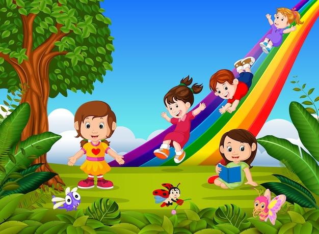 Criancas Dos Desenhos Animados Descendo O Arco Iris Vetor Premium