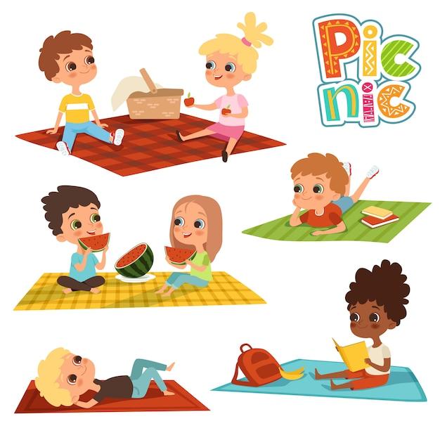 Crianças engraçadas no parque, conceito de piquenique Vetor Premium