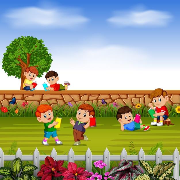 Crianças felizes brincam juntos Vetor Premium