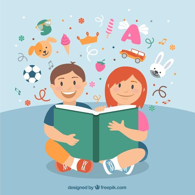 Crianças felizes que lêem um livro Vetor grátis
