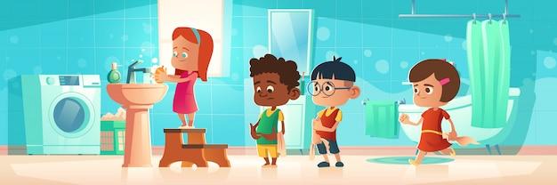 Crianças, lavando, mãos, ficar, fila, em casa, banheiro Vetor grátis