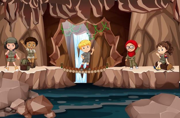 Crianças multiculturais na caverna Vetor Premium