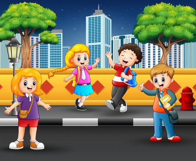 Crianças saindo na calçada Vetor Premium