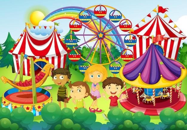 Crianças se divertindo no circo Vetor grátis