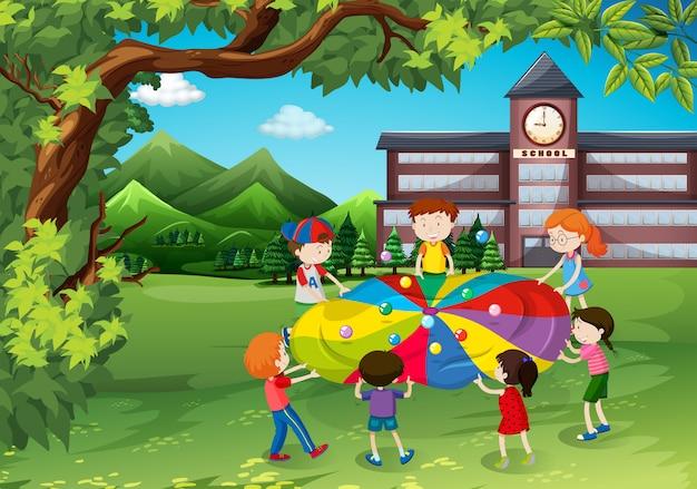 Crianças, tocando, em, a, pátio escola Vetor grátis