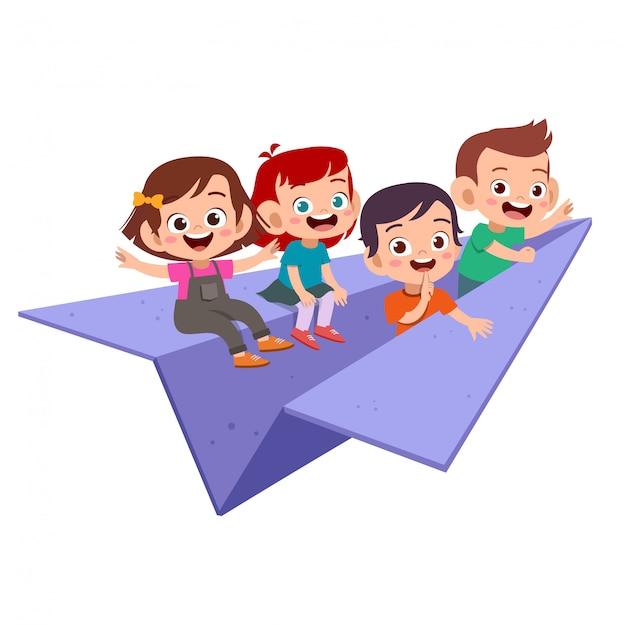 Crianças voam avião de papel isolado Vetor Premium