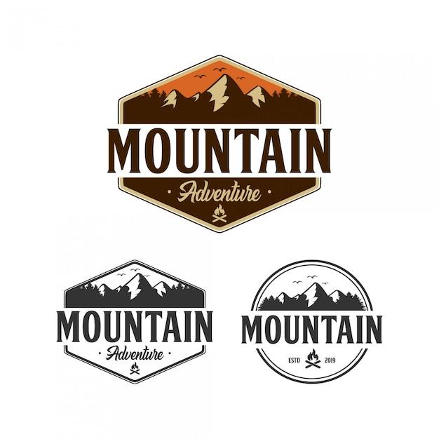 Design de logotipo de distintivo de aventura de montanha Vetor Premium