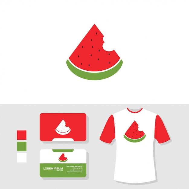 Design de logotipo de melancia com cartão de visita e camiseta maquete Vetor Premium