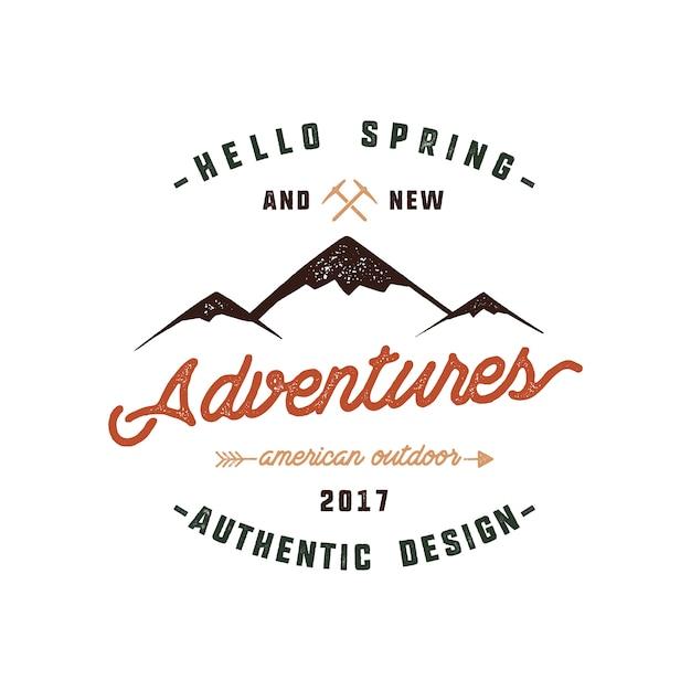 Design de logotipo de montanha com citação - olá primavera e novas aventuras. Vetor Premium