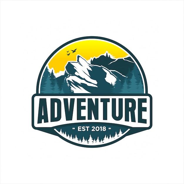 Design de logotipo de montanha de aventura Vetor Premium