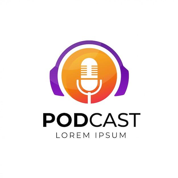 Design de logotipo de podcast ou rádio usando o ícone de microfone e fone de ouvido Vetor Premium