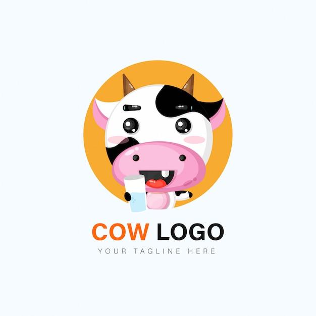 Design de logotipo de vaca fofa Vetor Premium