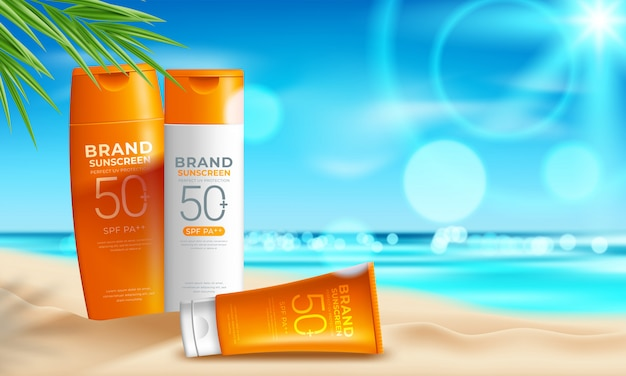 Design de produtos cosméticos de proteção solar com creme hidratante, sol e o fundo da praia Vetor Premium