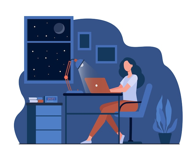 Designer feminino trabalhando até tarde na ilustração plana do quarto. aluno de desenho animado usando um laptop à noite e sentado na mesa Vetor grátis