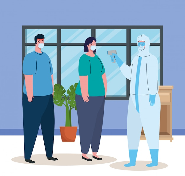 Desinfecção, pessoa em traje de proteção viral, com termômetro infravermelho digital sem contato, casal em temperatura ambiente em casa Vetor Premium