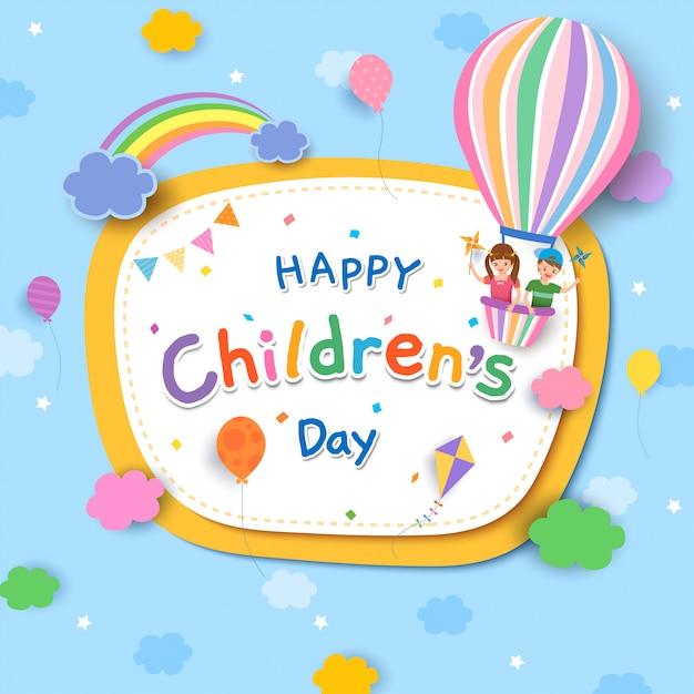 Dia das crianças com menino e menina no balão e arco-íris Vetor Premium